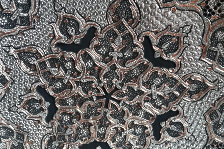 Assiette cuivre ciselé-Galerie Shirazi-Pau-S2-45a